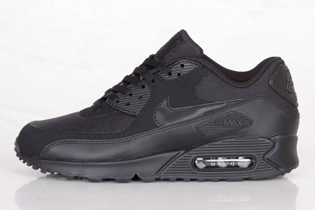 nike-air-max-90-triple-black-1